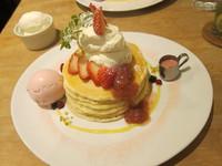 パンケーキママカフェ VoiVoi (三軒茶屋) 苺と塩生クリームのパンケーキ